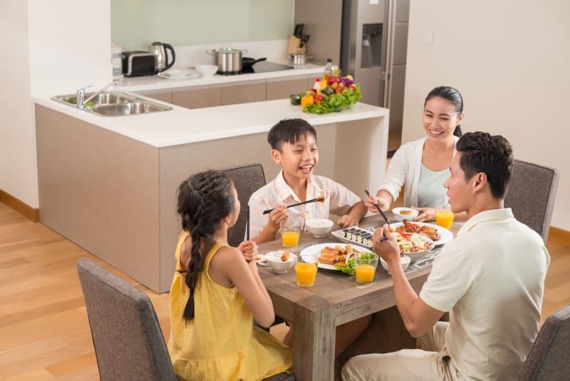Com-Makan Bersama Keluarga