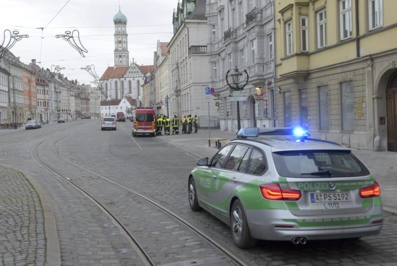 Kota Augsburg, Jerman, dikosongkan saat bom sisa Perang Dunia II dijinakkan.