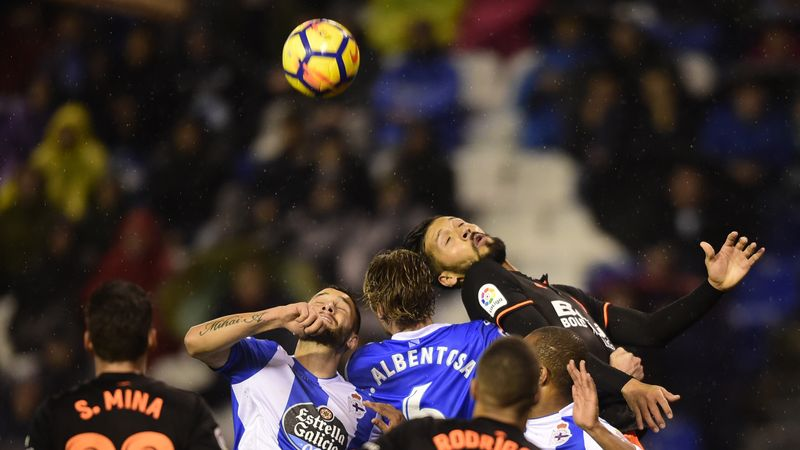 Deportivo dan Valencia berduel.