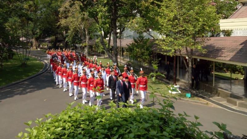 Arak-arakan gubernur dan wagub terpilih di Istana Negara