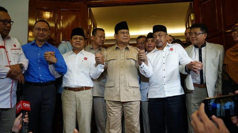 Prabowo bersama Sudrajat - Syaikhu di kediamannya