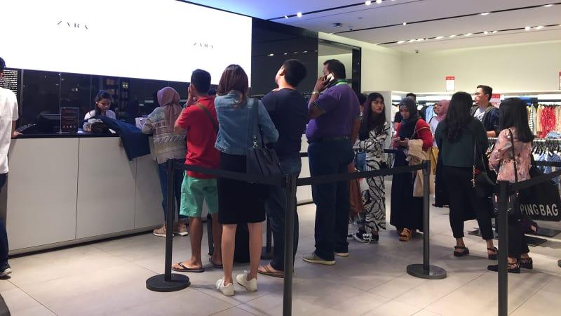 Diskon besar besaran zara hingga pull bear diserbu pembeli kumparan toko zara di grand indonesia stopboris Images