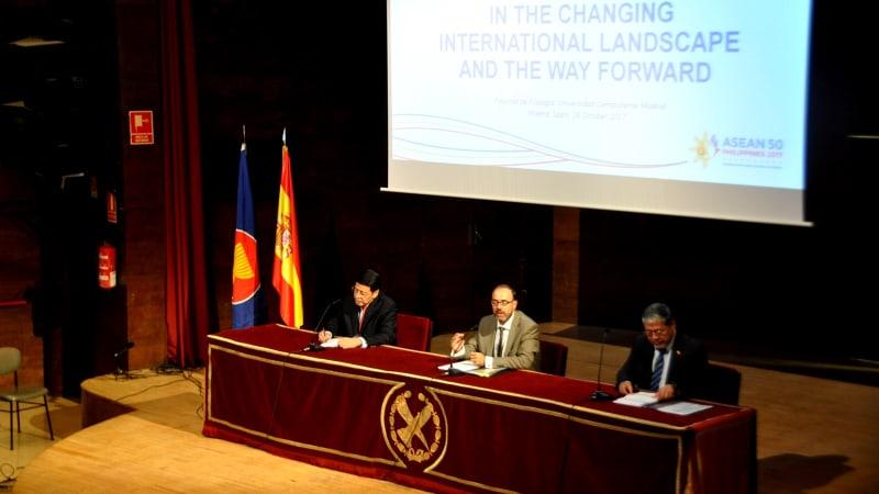 Seminar 50 tahun ASEAN di Madrid