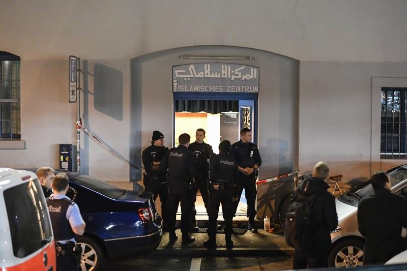 Polisi Menjaga Islamic Center di Zurich, Swiss, Paska Insiden Penembakan