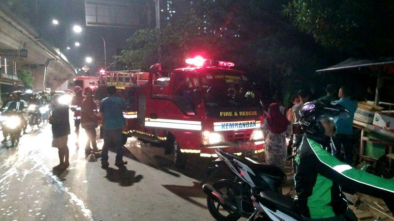 Kios bensin terbakar di Cengkareng, Jakarta Barat.