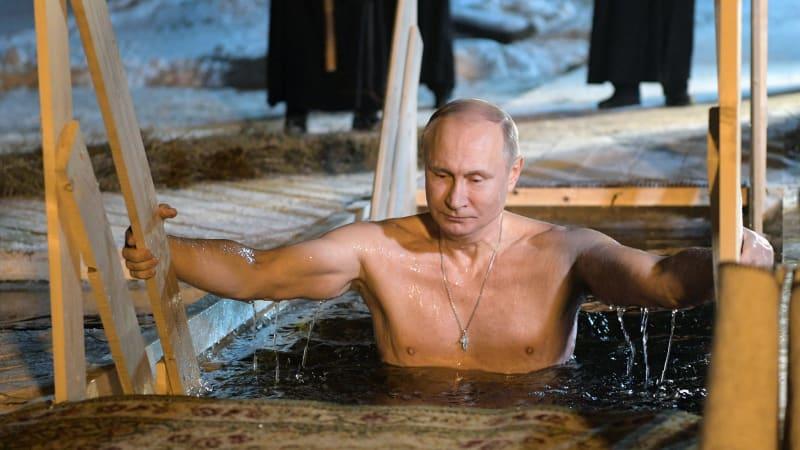 Vladimir Putin berendam