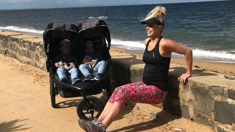 Anna berolahraga dengan anak-anaknya
