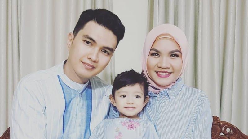Aldi Taher bersama anak dan istrinya