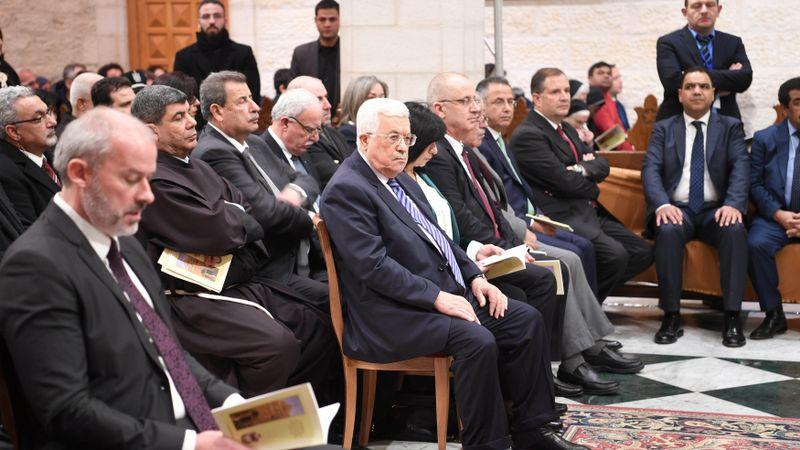 Mahmoud Abbas Menghadiri Misa Tengah Malam di Bethlehem. Cover.