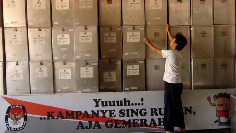 Kotak suara untuk pilkada Tegal, Jawa Tengah.