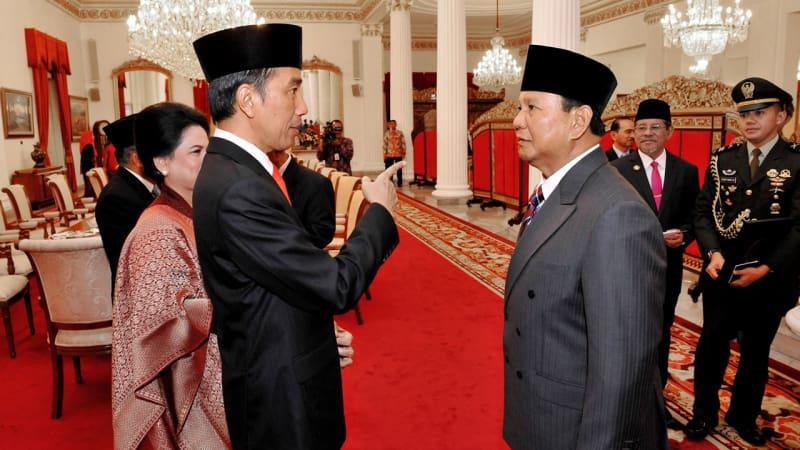 Jokowi bertemu Prabowo.