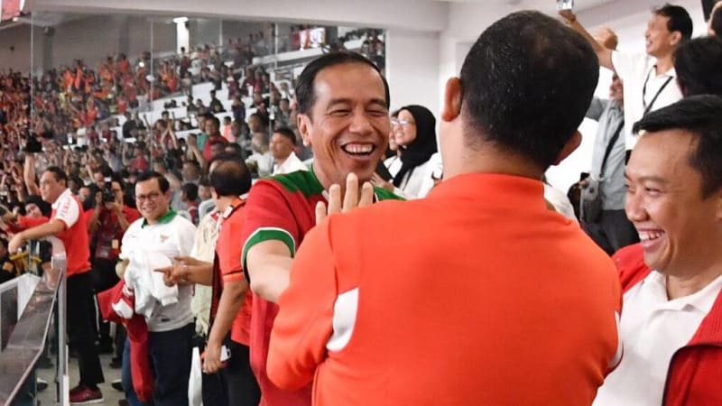 Jokowi dan Anies saat menonton Piala Presiden