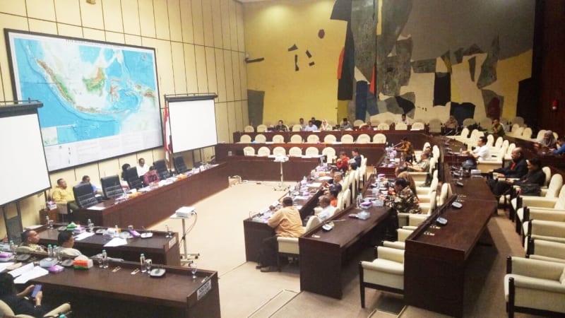 Rapat Komisi II