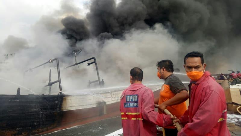Kebakaran kapal nelayan di Pelabuhan Benoa Denpasar