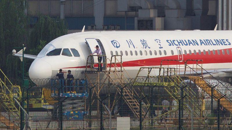 Kaca depan Sichuan Airlines Pecah