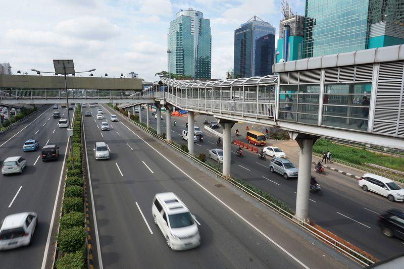 Kondisi arus lalu lintas dari jembatan halte transjakarta Semanggi