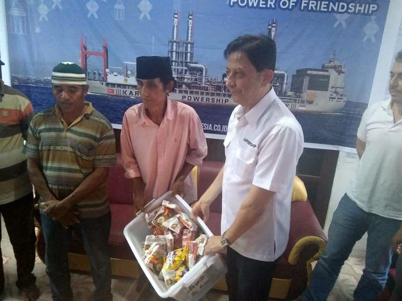 Bantuan sembako untuk Desa Waii, Maluku Tengah