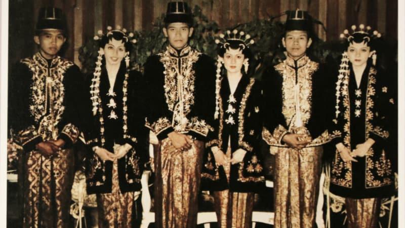 Pernikahan Ani Yudhoyono dengan Susilo Bambang Yudhoyono bersama dengan dua saudarinya