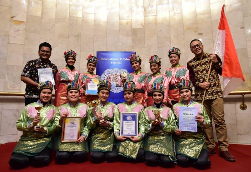 Tim Kesenian Indonesia di Intl. Folklore Festival