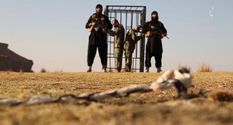 Video eksekusi dua tentara Turki oleh ISIS