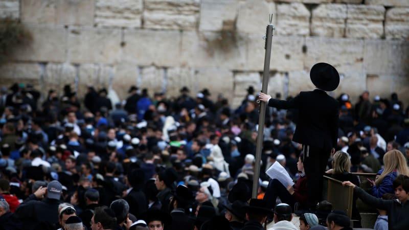 Umat Yahudi berdoa meminta hujan