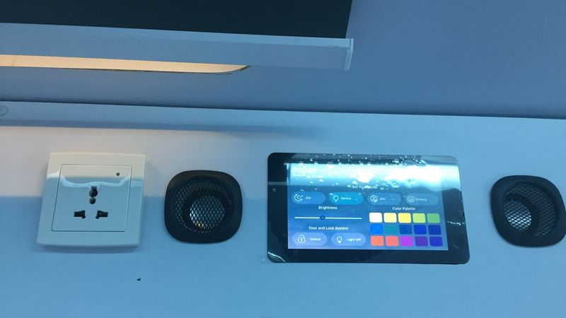 Tablet Untuk Mengatur Lampu dan Pintu di Pod Bobobox
