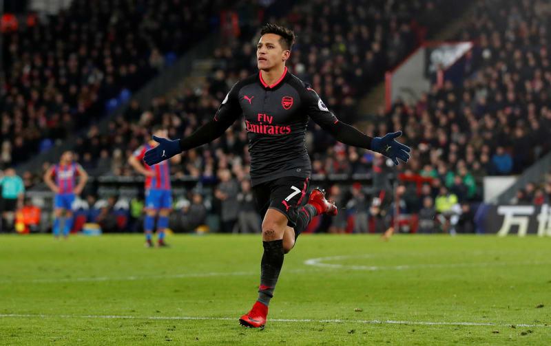 Alexis cetak dua gol