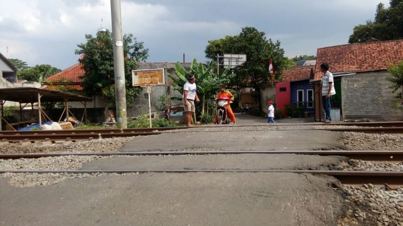 Jalur setapak Kereta tanpa palang pintu