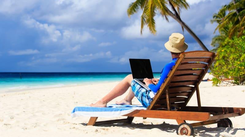 """Dunia Menuju """"Profesi"""" Idaman: Leyeh-leyeh Tapi Digaji - kumparan Kumparan.com800 × 450Search by image Ilustrasi orang bekerja di pinggir pantai"""