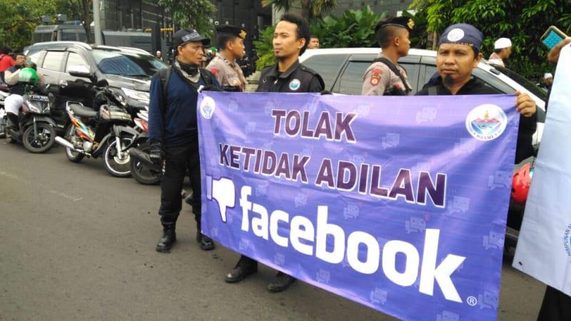 Demo FPI di depan kantor Facebook