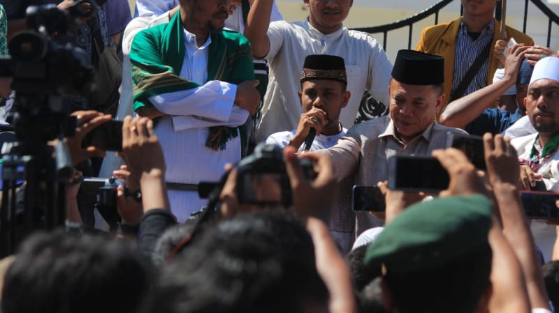 Gubernur Aceh Irwandi Yusuf ikut aksi