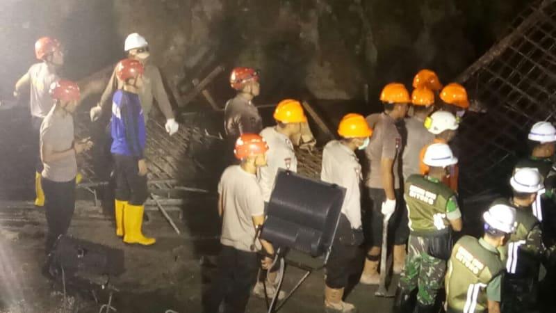 Evakuasi Korban di Tol Manado - Bitung
