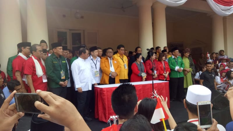 Ketum Parpol bersama Sekjen Parpol koalisi pendukung Jokowi dan Ma'ruf Amin, Gedung Joang 45
