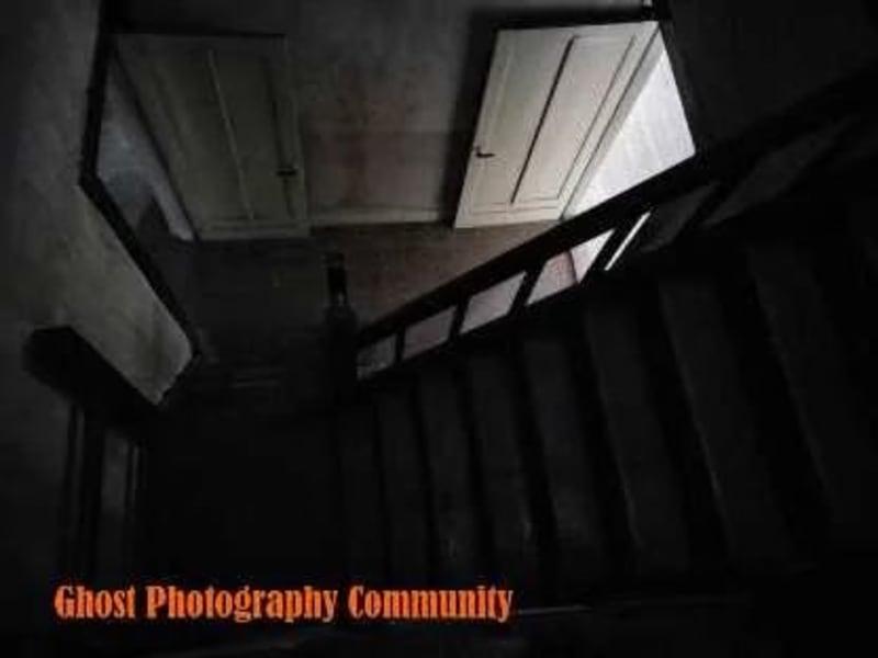 Anak tangga menuju lantai 2 EDITED