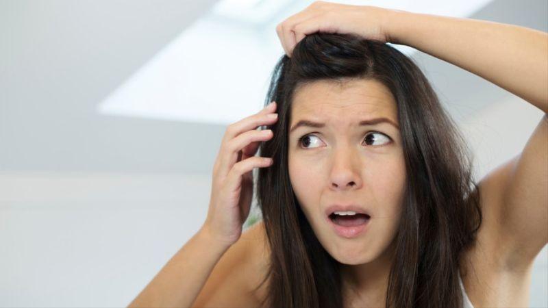 Stop sentuh rambut.