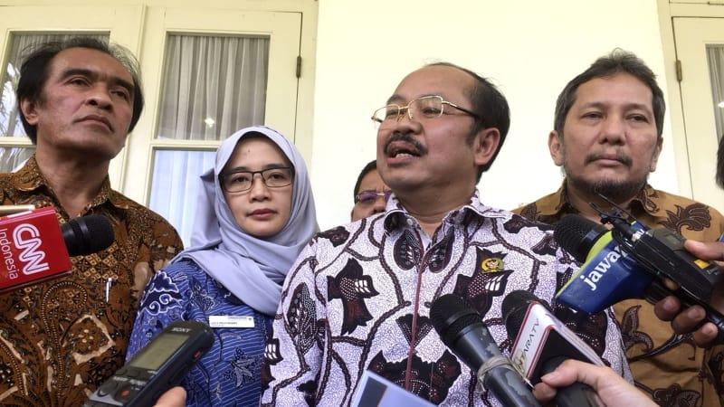Hasil gambar untuk Presiden Jokowi menerima Ombudsman Republik Indonesia di Istana Kepresidenan Bogor, Jawa Barat