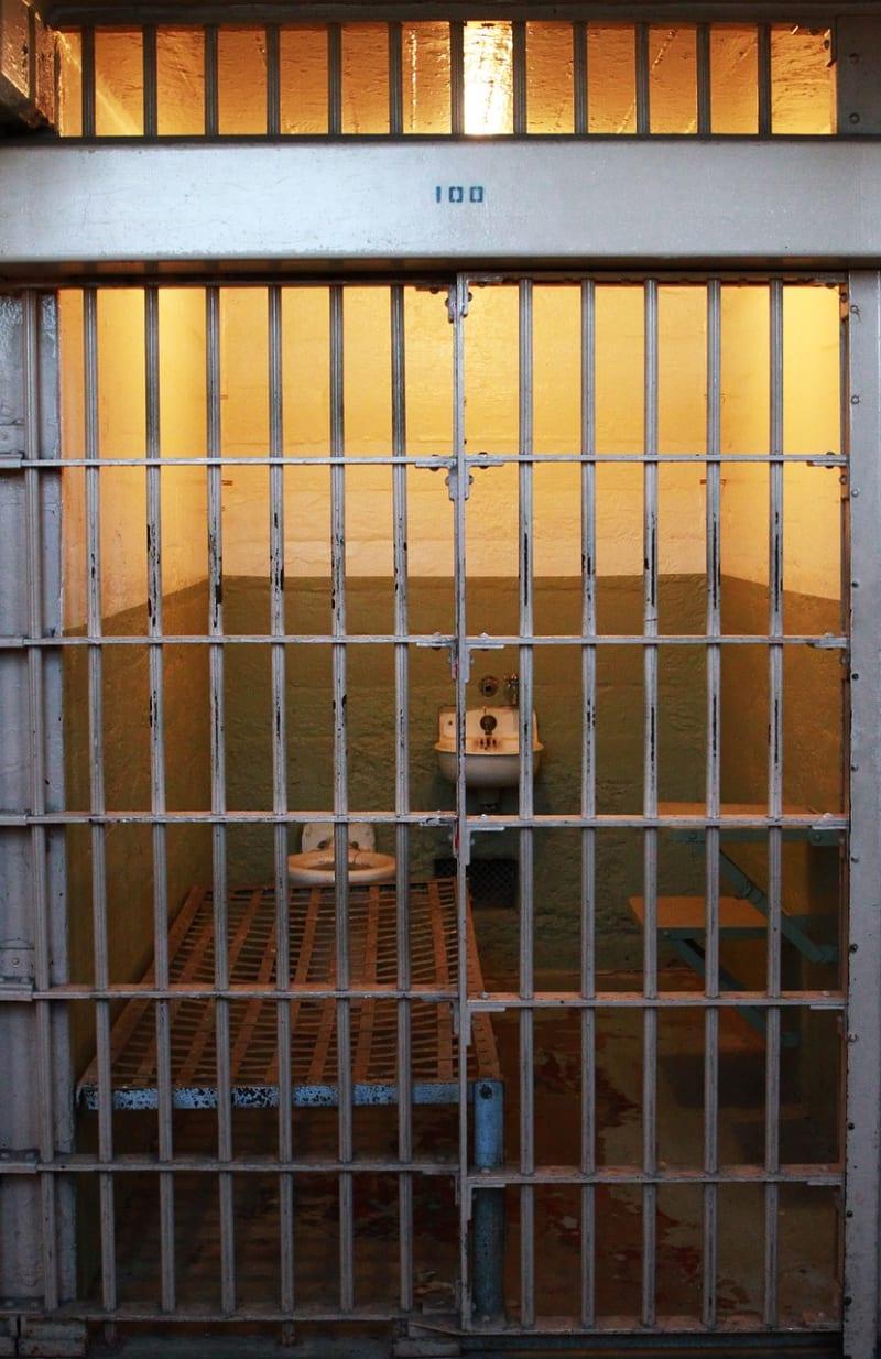 Ilustrasi Penjara (bukan untuk cover)