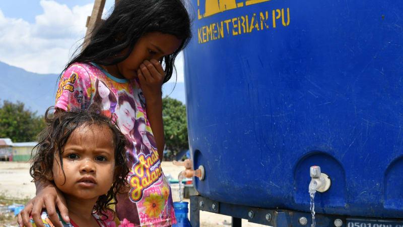 air bersih di pengungsian sementara di Palu