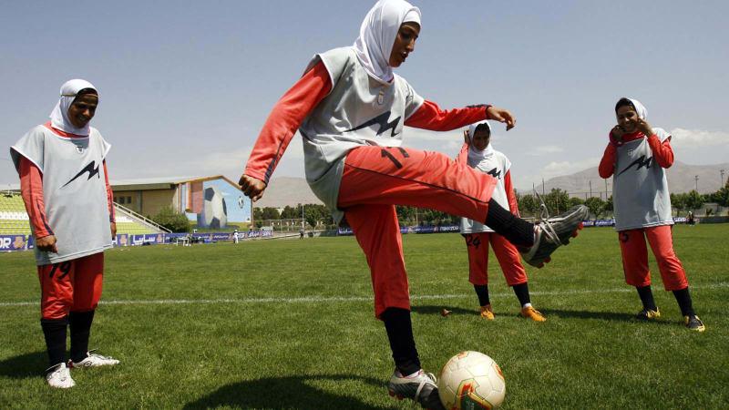Atlet Sepak Bola Asal Iran, Hijab