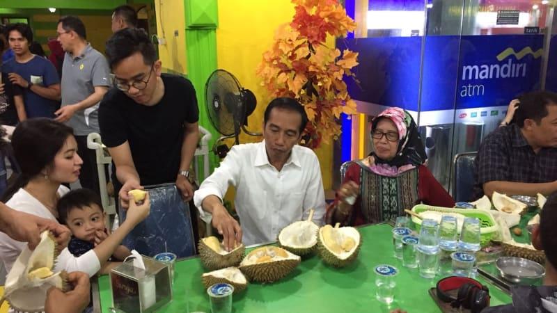 puas main di mal medan jokowi mir ke ucok durian