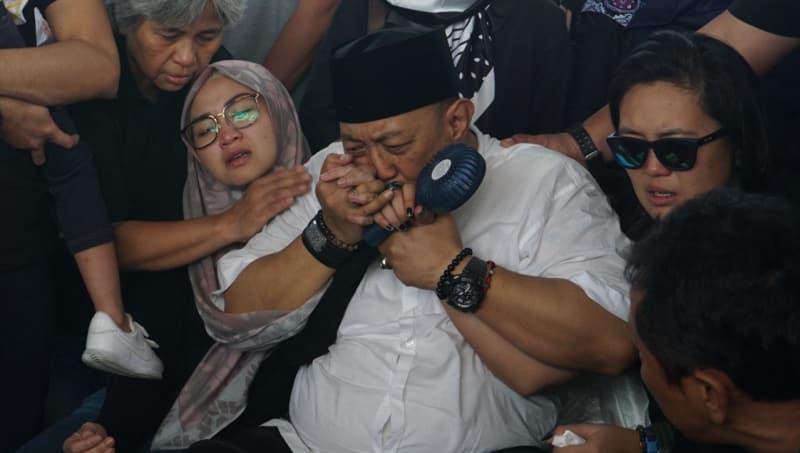 Istri, Indro Warkop, TPU Tanah Kusir, Jakarta Selatan