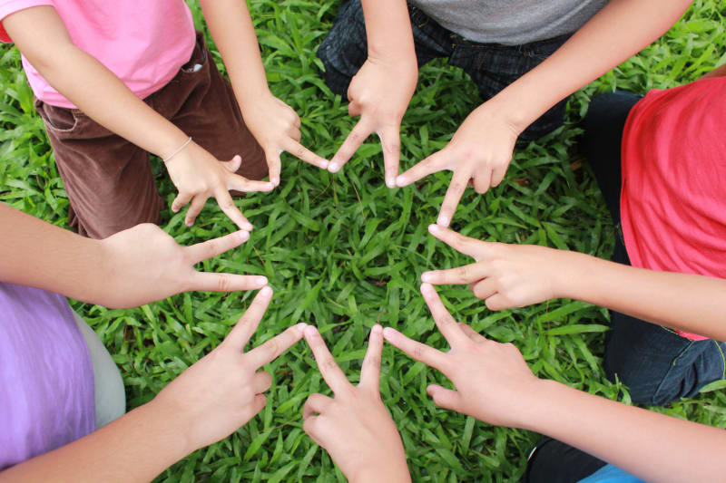 Ilustrasi Anak Bermain Bersama