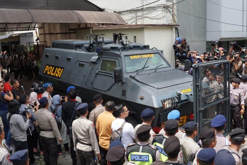 Ahok Keluar dari Pengadilan Negeri Jakarta Utara