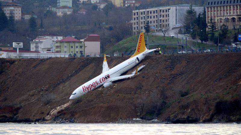 Pegasus Airlines keluar landasan