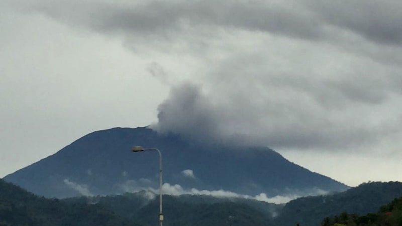Gunung Agung di Karangasem Bali meletus