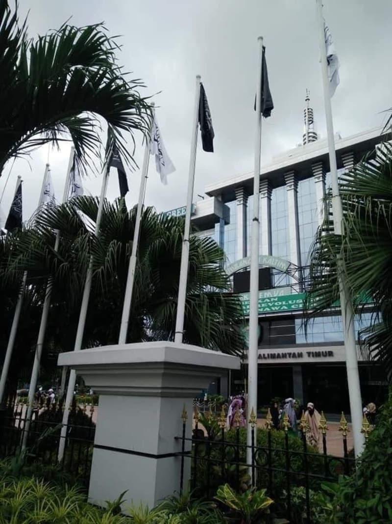 Pengibaran bendera HTI di Kantor Gubernur Kalimantan Timur