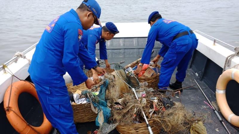 Patroli bersih air di Kepulauan Seribu