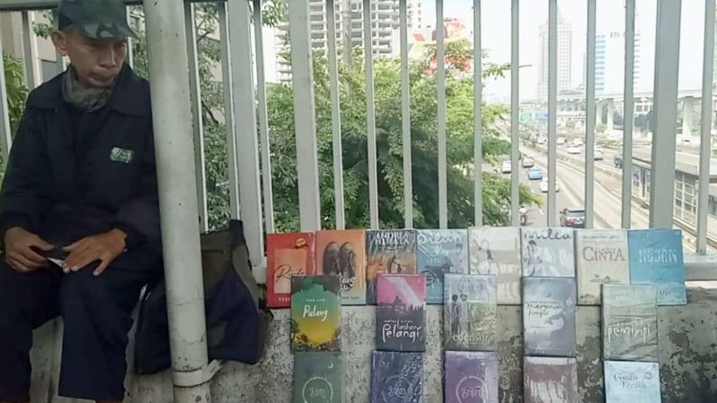 Daniel penjual novel di Tebet