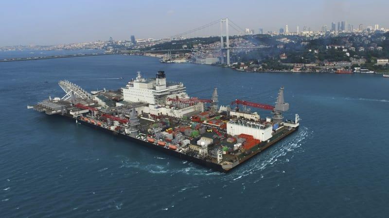 Birunya perairan Istanbul.
