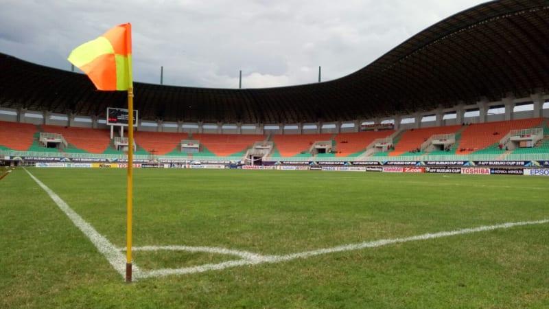 Kondisi di dalam lapangan Stadion Pakansari Cibinong